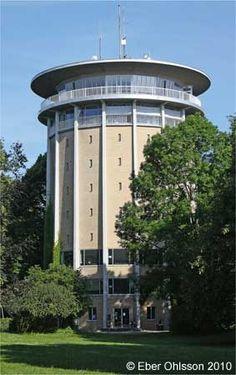 Torre de agua en la colina Lousberg nombrado Belvedere. fue construido en 1956 hasta 1958, tenía oficinas en los pisos inferiores y 1970, la parte superior de un restaurante giratorio con una plataforma de observación.  La función de una torre de agua cesó en 1988 y la torre es desde 1990 un edificio histórico y un ejemplo del estilo de los años 1950.