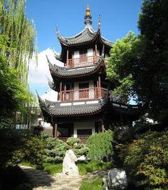 Shanghai: Confucius Tempel in het hart van rust Delen op FacebookOntvang nieuwsbrief De tempel van Confucius, Chinese filosoof uit de oudheid, is waarschijnlijk de stilste plek van Shanghai. <>   En savoir plus : http://voyage.gentside.com/chine/shanghai-le-temple-de-confucius-au-c-ur-de-la-tranquillite_art521.html Copyright © Gentside Voyage