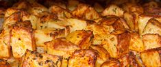 Így lesz valóban ropogós a sült krumpli: egy hozzávaló a titka - Receptek | Sóbors Cauliflower, Potatoes, Chicken, Vegetables, Recipes, Food, Life Hacks, Cauliflowers, Potato