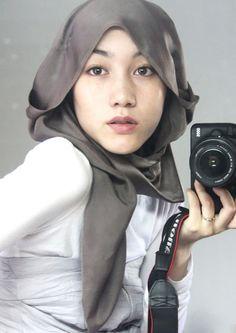 Hijab style icon Hana Tajima