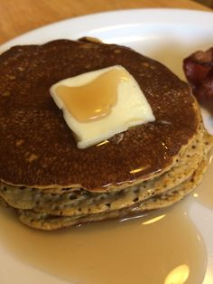 These low carb, pumpkin pancakes are the perfect keto breakfast for fall mornings! They are really easy and satisfy even the pickiest eater.