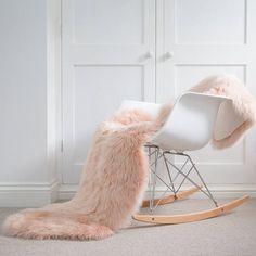 Fur hygge chair cover carpet bed cover by Swedishdalahorse Orange Carpet, Gold Bedroom, Master Bedroom, Swivel Armchair, Sheepskin Rug, Pink Rug, Bedroom Carpet, Carpet Design, Interior Design Tips