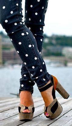 Jeans com bolinhas.