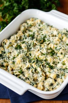 Spinach and Artichoke Macaroni & Cheese -- this 20-minute tasty mac & cheese dish is so much tastier and, dare I say easier, than a trip through the fast food drive-thru! PLUS, it's a fantastic way to sneak some extra veggies into those picky kiddos...