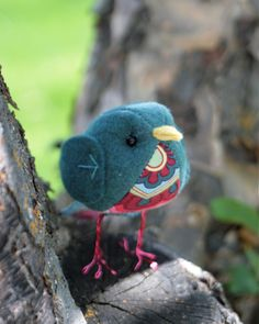 How freaking cute is this little felt bird??