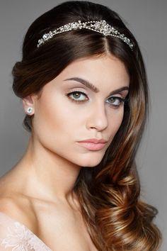 Noiva | Bride | Penteado | Hair | Cabelo | Hairstyle | Tiara | Inesquecivel Casamento | Grinalda | Makeup | Make up de noiva | Bride's make up | Maquiagem de noiva