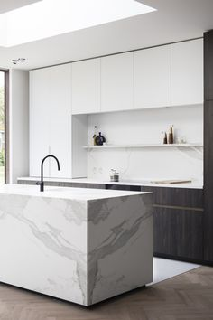 Interieurarchitect Alexander Hugelier - ft BOMARBRE'S CERATOP ESTATUARIO - FULL CERAMIC KITCHENTOP Photo by Valerie Clarysse.