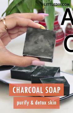 Charcoal soap recipe – purify and detox skin - Soap Homemade Skin Care, Homemade Beauty Products, Diy Skin Care, Homemade Shampoo, Homemade Face Wash, Homemade Body Butter, Homemade Facials, Diy Savon, Savon Soap