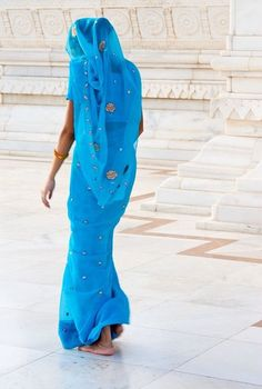 Mujer Sari Azul of India Saris, Vert Turquoise, Isadora Duncan, Amazing India, We Are The World, World Cultures, Belle Photo, Indian Beauty, Shades Of Blue
