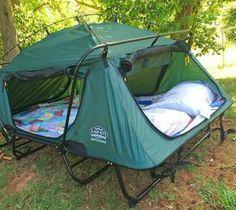 We've featured a camping bunk bed cot in the past that's kind of similar. Wir haben in der Vergangenheit ein Camping-Etagenbett vorgestellt, das Camping Bunk Beds, Truck Bed Camping, Camping Stove, Beach Camping, Family Camping, Campsite, Camping Gear, Outdoor Camping, Camping Hacks