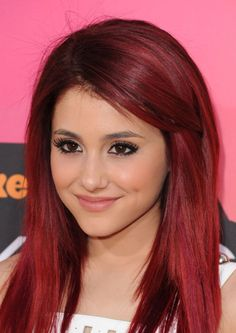 Speaking of the cast of Victorious, Ariana Grande is ADORABLE.  Cute smile, stunning eyes, and I love that shade of red hair on her! <3