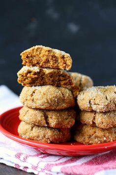 Chewy, spicy, and so tasty, these pumpkin spice molasses cookies are so easy to make and even easier to eat! Vegan and gluten free. Cookies Gluten Free, Gluten Free Pumpkin, Vegan Pumpkin, Pumpkin Recipes, Gluten Free Recipes, Celiac Recipes, Sugar Cookies, Vegan Recipes, Cooking Recipes