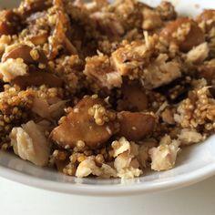 Quinoa (75 g) con salteado de champis, cebolla y ajo y bonito del norte (100g).