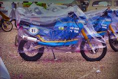 Le due poderose Yamaha FZT 750 4 cilindri di J.C.Oliver e Serge Bacou al prologo di Parigi 1987