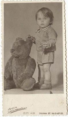 "Photo from album ""молоток"" on Yandex. Teddy Bear Hug, Steiff Teddy Bear, Teddy Bear Gifts, Cute Teddy Bears, Teddy Photos, Teddy Bear Pictures, Bear Photos, Vintage Children Photos, Vintage Pictures"