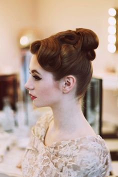 Love this 1950s hair