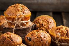 These Pumpkin-Raisin Muffins Are the Perfect, Crunchy Breakfast Treat Muffins Fit, Carrot Muffins, Mini Muffins, Breakfast Muffins, Raisin Muffins, Un Cake, Natural Kitchen, Baking Soda Uses, Muffin Recipes