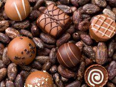チョコ好き必見!こだわりのショコラが味わえる、いま話題の最新チョコレート専門店まとめ Sugar Free Desserts, Happy Day, Tart, Cooking Recipes, Eggs, Clay, Sweets, Chocolate, Fruit