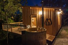 bain nordique privatif sur terrasse / hot tub in your cabin / place to go / treehouses / spa cabin