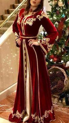 Detail placement on caftan, sleeve shape. Morrocan Dress, Moroccan Caftan, Oriental Fashion, Indian Fashion, Unique Dresses, Pretty Dresses, Lehenga For Girls, Hijab Fashion, Fashion Dresses