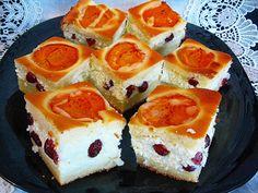 Prăjitura Merișor, este un deliciu de prăjitură dintr-un blat cu iaurt, brânză, caise și, bineînțeles, cât de multe merișoare confiate. Apricot Cake, Cranberry Cake, Romanian Food, Romanian Recipes, Dessert Recipes, Desserts, Ricotta, Nom Nom, Recipies
