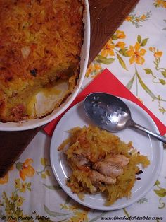 Pom - National dish of Suriname. Baked chicken casserole mixed with citrus juice and tomato sauce. Served with rice and vegetables. Cooking Dishes, Oven Dishes, Traditional Dutch Recipes, Dutch Kitchen, Potato Juice, Corned Beef Brisket, National Dish, Jewish Recipes, Best Chicken Recipes