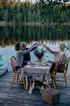 A magical gathering at the lake in Sweden with woods surrounded - Our Food Stories Outdoor Dining, Outdoor Spaces, Outdoor Decor, Seen, Lake Life, Life Is Beautiful, Summer Vibes, Life Is Good, Outdoor Furniture Sets