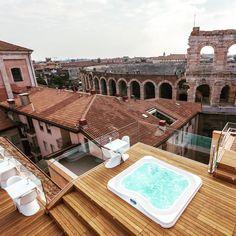 spa jacuzzi profile encastr dans une terrasse en bois hotel milano u spa