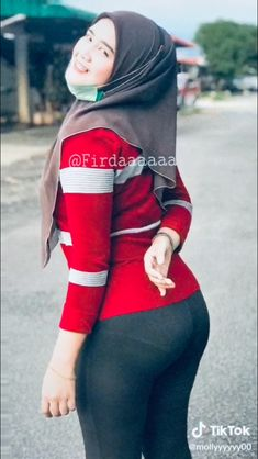 Hijab Teen, Arab Girls Hijab, Girl Hijab, Muslim Girls, Beautiful Muslim Women, Beautiful Hijab, Casual Hijab Outfit, Hijab Chic, Arabian Beauty Women