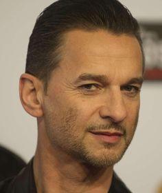 Dave Gahan of Depeche Mode.. I Srsly want to break his leggz