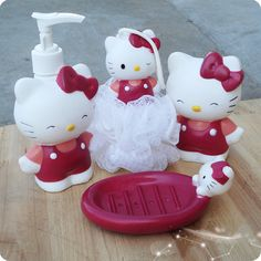 Hello Kitty Bathroom Set - 4 in Best Price in Malaysia Hello Kitty Fotos, Hello Kitty Haus, Hello Kitty Items, Hello Kitty Zimmer, Princesa Alice, Hello Kitty Bathroom, Casa Anime, Hello Kitty Pictures, Gifts
