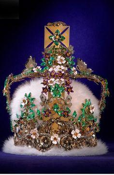 I love  the metallic flowers! Roberto Cavalli's reimagining of Queen Elizabeth's crown