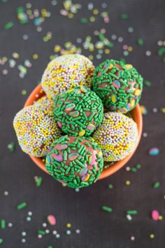 Strawberry Fudge Brigadeiros - perfect treat for Spring! Easy prep, few ingredients Chelsea's Messy Apron, Make Ready, Homemade Candies, Easter Recipes, Easter Ideas, Few Ingredients, Holiday Cookies, Delicious Desserts, Dessert Recipes