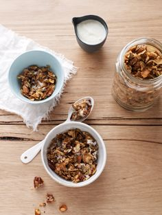 Use 5 tbsp oil; Make this crunchy, sugar-free granola from the book I Quit Sugar: Your Complete Detox Program & Cookbook by Sarah Wilson, for a healthier way to start your day or a great snack Sugar Detox Recipes, Sugar Free Recipes, Easy Healthy Recipes, Whole Food Recipes, Cooking Recipes, Healthy Snacks, Healthy Bars, Cooking Time, Yummy Recipes