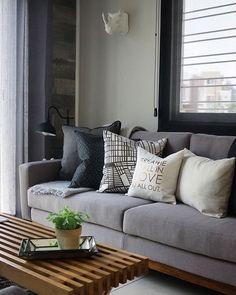 Monochromatic living room by @casahaus / Sala en neutros por @casahaus