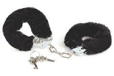 Begynder - Håndjern - sort fra XXdreamSToys - Sexlegetøj leveret for blot 29 kr. - 4ushop.dk - Tænker I på at prøve håndjern - prøv med disse begynder håndjern - de er i en lidt tyndere konstruktion end vores normale håndjern og egner sig derfor ikke til