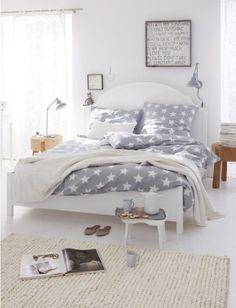 Gezellige slaapkamer in grijs/wit/hout