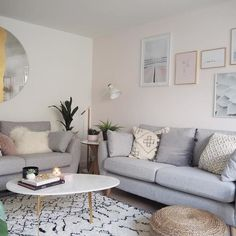small living room designs are offered on our site. Small Living Room Design, Cozy Living Rooms, Rugs In Living Room, Living Room Designs, Living Room Decor, White Lounge, Small Lounge, Room Interior, Interior Design Living Room