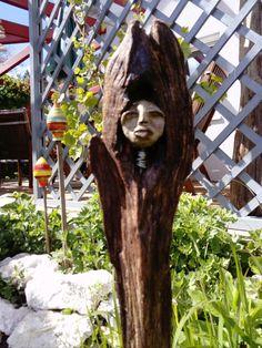 Skulptur aus Treibholz und Knetbeton, 75 cm Character Art, Garden Sculpture, Outdoor Decor, Design, Home Decor, Driftwood, Play Dough, Sculptures, Homemade Home Decor