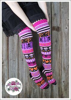 Ravelry: Halloween Tricks - Kepposet pattern by Heinikki design - Heini Perälä Mens Scarf Knitting Pattern, Halloween Knitting Patterns, Knitting Socks, Knit Socks, Halloween Socks, Patterned Socks, Knit Crochet, Slippers, Ravelry