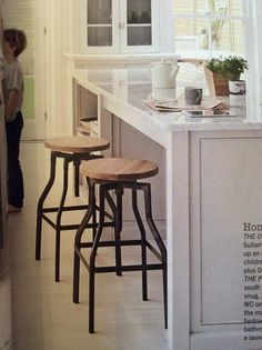 Machinist stools - cult furniture approx £65-85 Industrial Style, Bar Stools, Kitchens, Cottage, Table, Furniture, Home Decor, Bar Stool Sports, Decoration Home