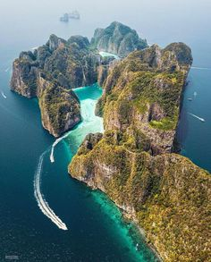 A paradise 🌴 Phi Phi Leh Island, Thailand. Photo by A Catherine paradise 🌴 Phi Phi Leh Island, Thailand. Photo by Vacation Places, Vacation Trips, Vacation Spots, Vacation Travel, Vacation Cuba, Vacation Wear, Vacations, Ilha Phi Phi, Destination Voyage