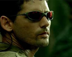 Eric Bana's character wore Oakley Juliet sunglasses in the movie Black Hawk Down. Black Hawk Down, Warrior Images, Oakley Juliet, Eric Bana, Hollywood Actor, Brad Pitt, Great Movies, Movies And Tv Shows, Oakley Sunglasses