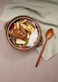 2014 메뉴 푸드스타일링. 한국식덮밥요리. 뚝배기에 서빙되는 따뜻한 불고기 덮밥. Korean BBQ cooked rice . Food styling brand upcoming menu . Warm and delicious cuisine.
