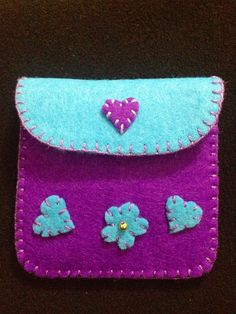 Keçe cüzdan Felt Keyring, Felt Pouch, Felt Purse, Diy Purse, Felt Bookmark, Felt Gifts, Felt Decorations, Sewing Projects For Kids, Felt Patterns