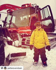 Store drømmer for det minste. #reisetips #reiseliv #reiseblogger #reiseråd  #Repost @pettersvendsen with @repostapp  Beast mode #pistenbully #snowboarding #burton #nitrosnowboards  #burtonkids  #redbullnorge