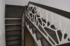 Schody wewnętrzne drewniane - producent schodów drewnianych Schodo-System Steel Stair Railing, Steel Stairs, Build Direct, Sheet Metal Art, Modern Railing, Building An Addition, New Staircase, Steel Panels, Interior Stairs