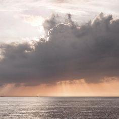...was wärei ich gerne der Segler... #denmark #fehmarn #clouds #sunset #sailing #segeln #beautiful #energy #photooftheday #nature #cloud #clouds #shootwithcamerasnotwithguns #ostsee #ostseeküste #ig_germany #ig_today #loves_united_germany #bestgermanypics #nature #natur www.porip.de