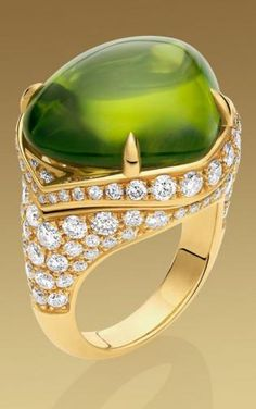 Bvlgari /  cabachon peridot and diamonds ring
