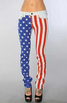these would be awesome if everyone wasn't overusing this whole American- flag-clothes thing <--- whoever said this can shut their mouth because there is nothing wrong with showing that you're a patriot All American Girl, American Pride, American Flag, 4th Of July Outfits, Summer Outfits, Love Fashion, Fashion Outfits, Outfit Of The Day, Cool Outfits